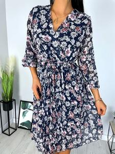 Sukienka ModnaKiecka.pl w stylu casual midi z dekoltem w kształcie litery v