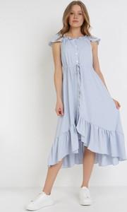 Niebieska sukienka born2be z krótkim rękawem midi asymetryczna