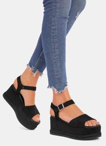 Czarne sandały DeeZee na obcasie z klamrami