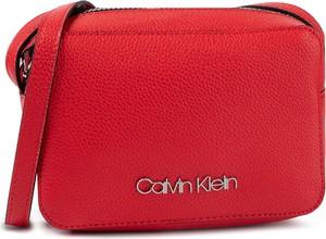 Czerwona torebka Calvin Klein w stylu casual mała