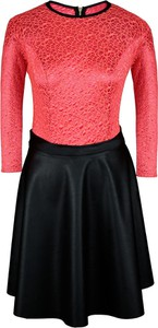 Czerwona sukienka Fokus w młodzieżowym stylu z długim rękawem z okrągłym dekoltem
