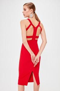 Czerwona sukienka Trendyol midi bez rękawów dopasowana