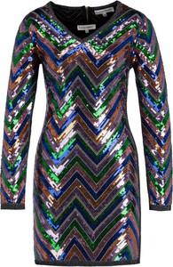 Sukienka Silvian Heach z długim rękawem w stylu glamour