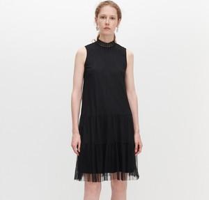 Czarna sukienka Reserved w stylu casual trapezowa