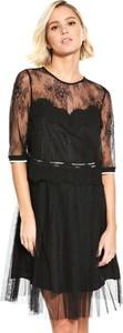 Sukienka Guess z okrągłym dekoltem z długim rękawem midi