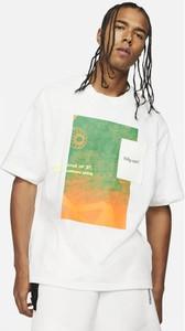 T-shirt Nike z nadrukiem w młodzieżowym stylu z bawełny