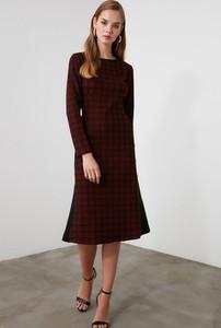 Sukienka Trendyol w stylu casual z okrągłym dekoltem
