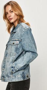 Niebieska kurtka Guess Jeans w młodzieżowym stylu krótka z bawełny