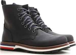 Buty zimowe Moncler ze skóry sznurowane w stylu casual
