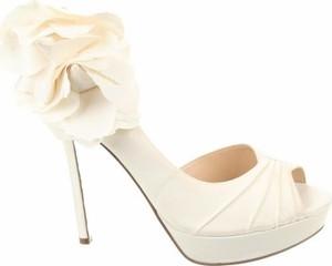 Sandały Nina z klamrami ze skóry na szpilce