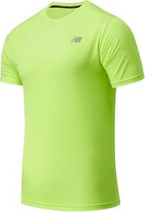 Zielony t-shirt New Balance z krótkim rękawem w sportowym stylu