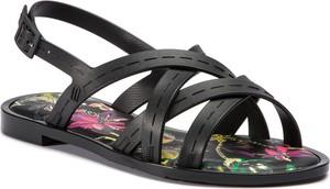 Czarne sandały Melissa z płaską podeszwą w stylu casual