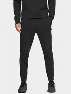 Czarne spodnie sportowe Outhorn z dresówki