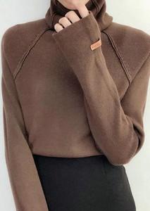 Brązowy sweter Arilook w stylu casual