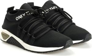 Czarne buty sportowe ubierzsie.com ze skóry sznurowane