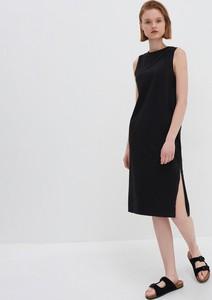 Czarna sukienka House z okrągłym dekoltem midi