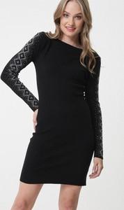 Czarna sukienka born2be w stylu casual mini z okrągłym dekoltem