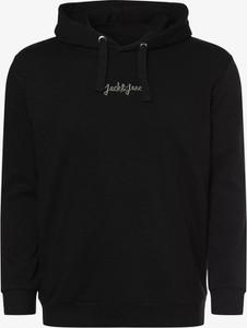 Czarna bluza Jack & Jones w młodzieżowym stylu
