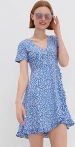 Niebieska sukienka House z dekoltem w kształcie litery v mini