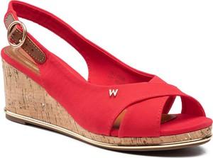 Czerwone sandały Wrangler w stylu casual na koturnie