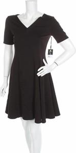 Sukienka Simply Vera - Vera Wang rozkloszowana z dekoltem w kształcie litery v mini