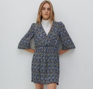 Sukienka Reserved z dekoltem w kształcie litery v z długim rękawem w stylu casual