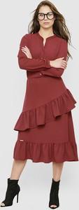 Czerwona sukienka Freeshion z dekoltem w kształcie litery v
