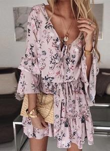 Różowa sukienka Cikelly z dekoltem w kształcie litery v z długim rękawem mini
