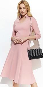 Różowa sukienka Makadamia midi z długim rękawem w stylu casual