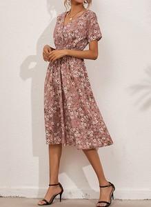 Sukienka Cikelly midi z krótkim rękawem prosta