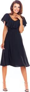 Niebieska sukienka Awama z krótkim rękawem rozkloszowana z dekoltem w kształcie litery v