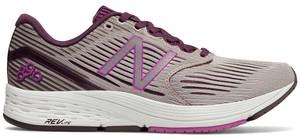Różowe buty sportowe New Balance na koturnie w sportowym stylu