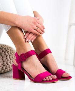 Różowe sandały Czasnabuty z klamrami z zamszu
