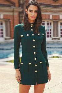 Sukienka Ivet.pl dopasowana mini z długim rękawem