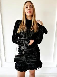 Czarna sukienka Perfe dopasowana mini