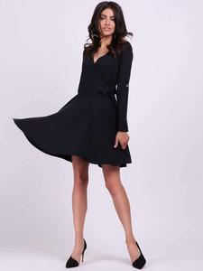 Czarna sukienka Nommo z długim rękawem z dekoltem w kształcie litery v