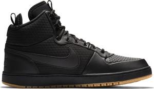 Czarne buty zimowe Nike sznurowane w sportowym stylu