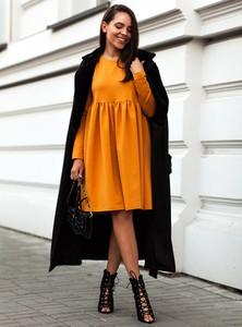 Żółta sukienka SELFIEROOM oversize z długim rękawem z bawełny