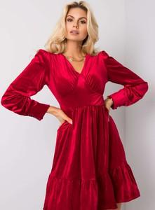 Czerwona sukienka Sheandher.pl z dekoltem w kształcie litery v z weluru koszulowa