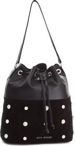 Czarna torebka Eva Minge w wakacyjnym stylu