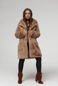 Brązowy płaszcz Smoke Furs z dzianiny