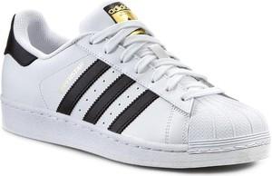 Trampki Adidas ze skóry sznurowane z płaską podeszwą