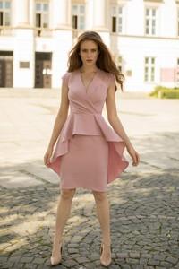 Różowa sukienka Marconifashion baskinka z szyfonu