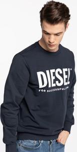 Niebieska bluza Diesel w młodzieżowym stylu