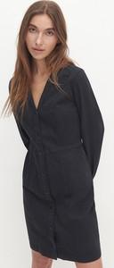 Czarna sukienka Reserved mini z długim rękawem dopasowana