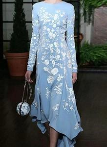 Niebieska sukienka Cikelly z długim rękawem asymetryczna