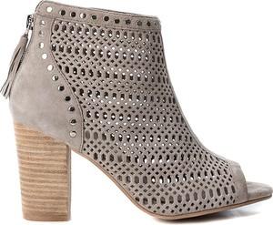 Brązowe sandały Carmela na wysokim obcasie ze skóry na obcasie