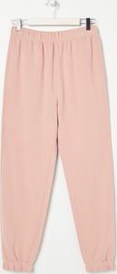Różowe spodnie sportowe Sinsay z dresówki