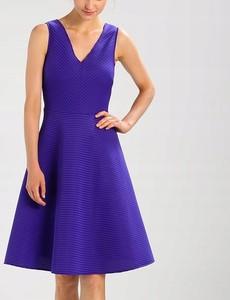 Sukienka Dorothy Perkins bez rękawów rozkloszowana z dekoltem w kształcie litery v