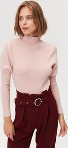 Różowy sweter FEMESTAGE Eva Minge w stylu casual